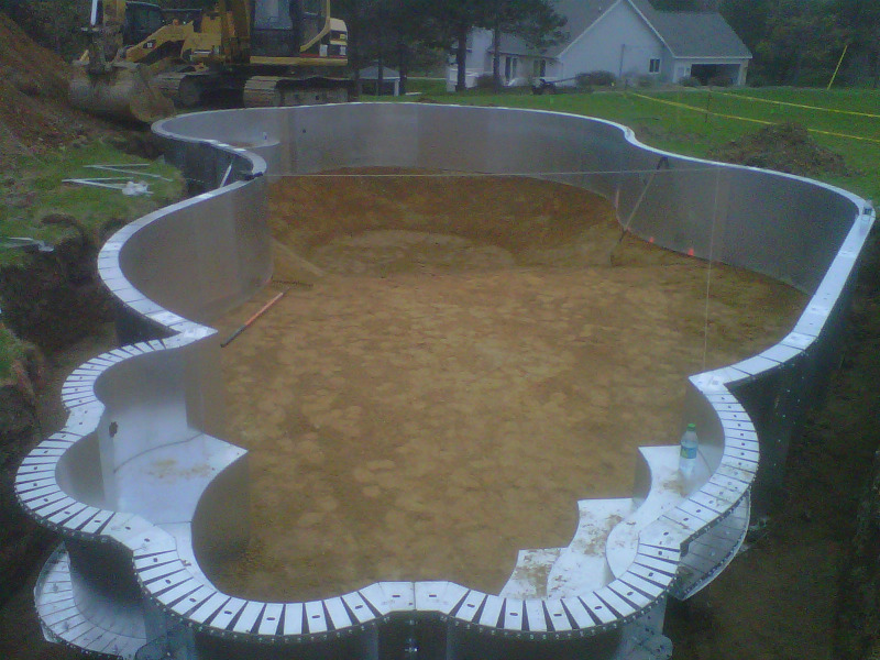 Gallery macomb county inground pools fiberglass vinyl for Pool liner installation